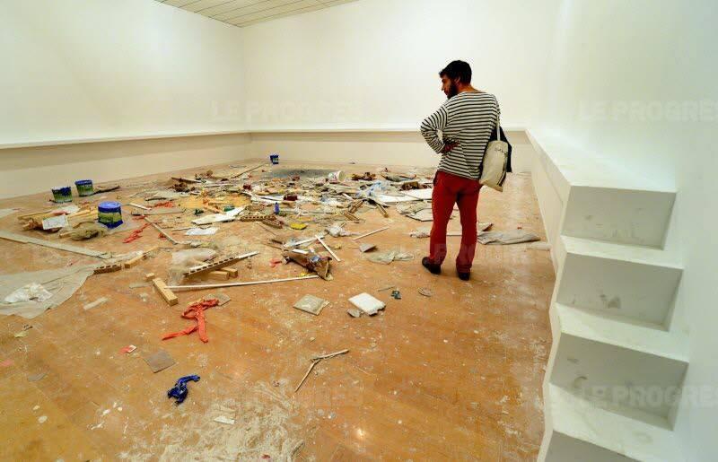 une excrétion d'artiste émergent à la Biennale de Lyon