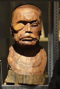 """Une """"gueule cassée"""" signée Kader Attia, mais réalisée par un artisan africain"""